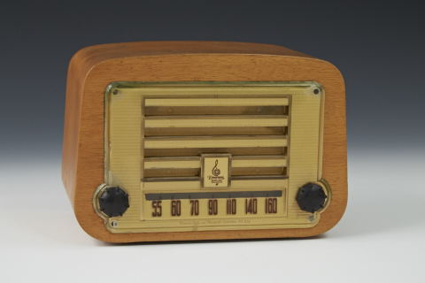 wood box radio with black round knobs
